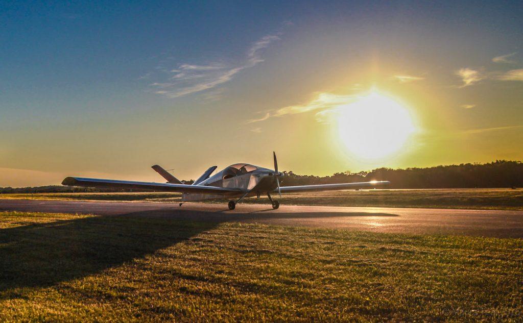 The Xenos taxiingback toward the hangar.